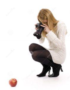 fot 25C3 25B3grafo f 25C3 25AAmea que dispara na ma 25C3 25A7 25C3 25A3 vermelha 12771661 crop 236x300 - Como fotografar bolos e cupcakes