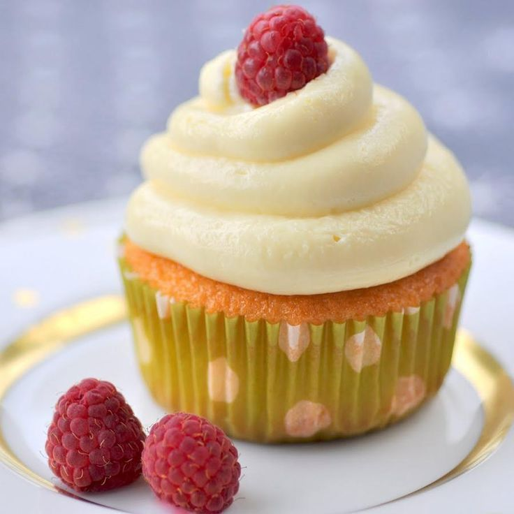 7c32a045d233aa7f938ab42ef76a402e raspberry cupcakes chocolate branco - Como fazer ganache branco