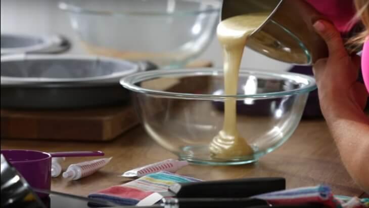 Rainbow birthday cake batter - COMO FAZER UM BOLO DE ANIVERSARIO ARCO-ÍRIS