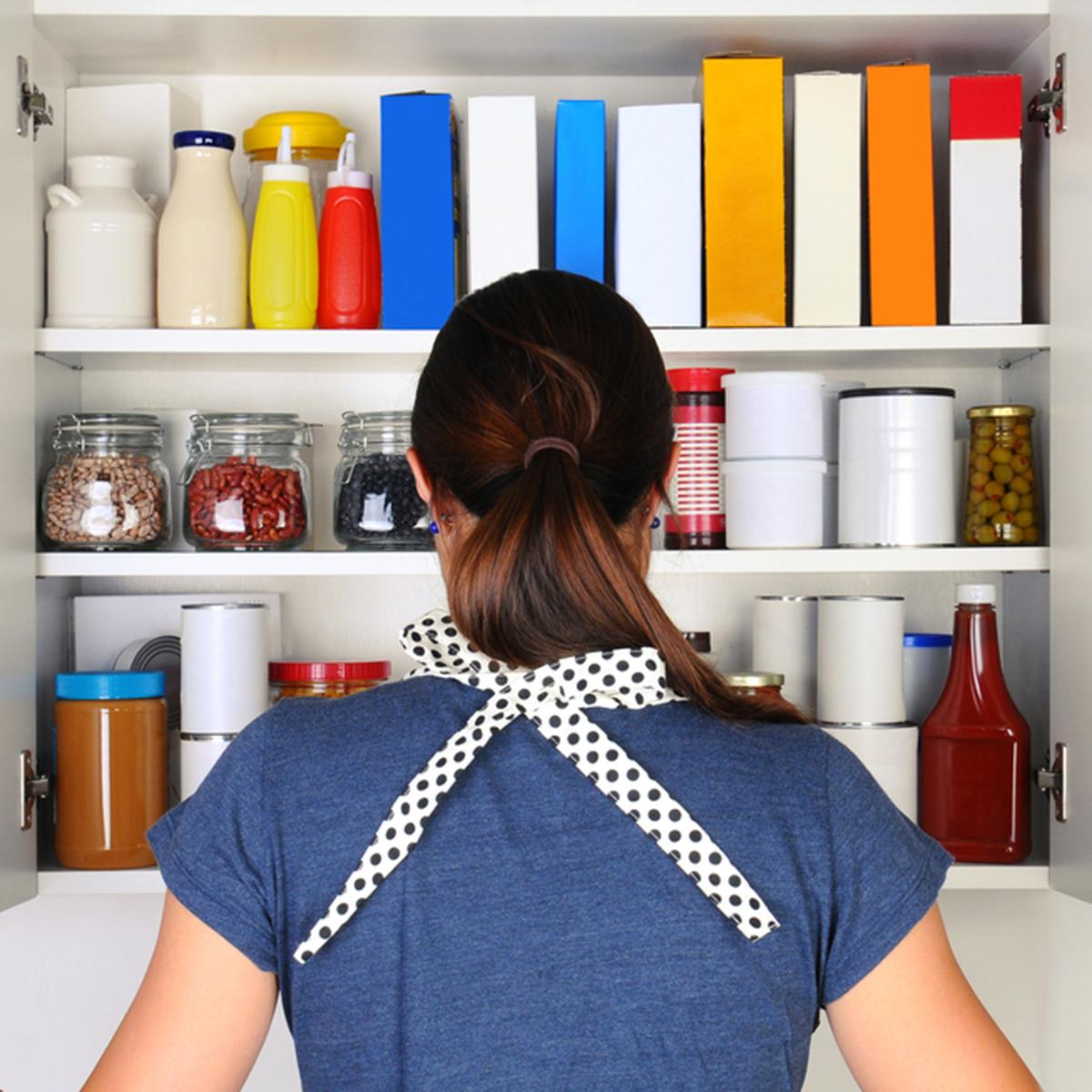 13 maneiras inteligentes de limpar e organizar seus armários