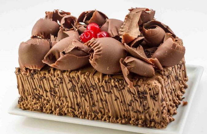 945078c50791c6058522de21c5e9cb40 - Bolo Sensação Morango com Chocolate