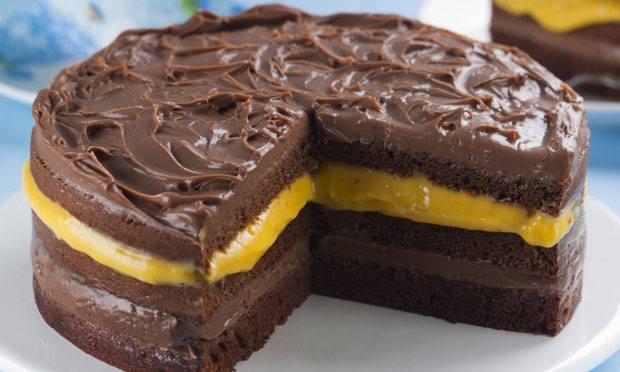 Torta de chocolate com creme de maracujá – sensacional